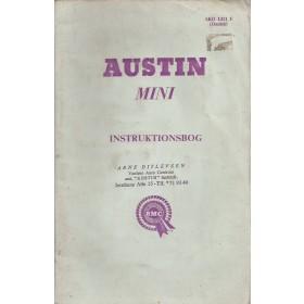 Austin Mini Instructieboekje  Mk1 Benzine Fabrikant 65 met gebruikssporen lichte vochtschade  Duits